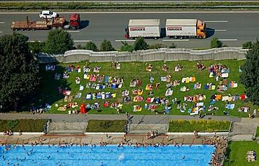 Aerial photo, swimming pool, Stenkhoffstrasse on the A2 highway, Eigen, Bottrop, Ruhrgebiet region, North Rhine-Westphalia, Germany, Europe