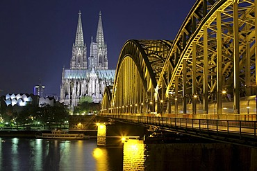 Cologne Cathedral, left the Museum Ludwig, Hohenzollernbruecke bridge on the right, Cologne, North Rhine-Westphalia, Germany, Europe