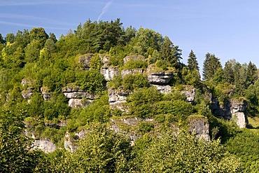 Steep cliffs dominate the landscape in the Naturpark Fraenkische Schweiz nature preserve, Pottenstein, Franconia, Bavaria, Germany, Europe