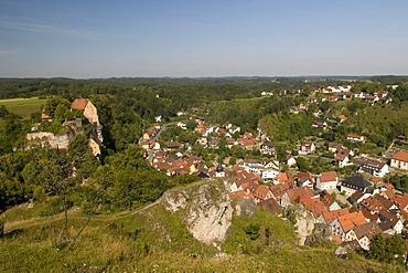 View from the Hohe Warte on Pottenstein, Naturpark Fraenkische Schweiz nature preserve, Franconia, Bavaria, Germany, Europe