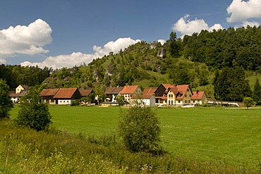 Picturesquely situated village of Oberailsfeld in the Ahorntal valley, Naturpark Fraenkische Schweiz nature preserve, Franconia, Bavaria, Germany, Europe