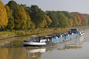 Cargo ship on the Dortmund-Ems Canal, Muensterland region, North Rhine-Westphalia, Germany, Europe