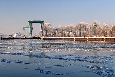 Lock at the frozen Wesel-Datteln Canal, Flaesheim, Muensterland, North Rhine-Westphalia, Germany, Europe