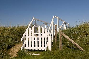 Dike footbridge, Duhnen district, North Sea resort Cuxhaven, Lower Saxony, Germany, Europe