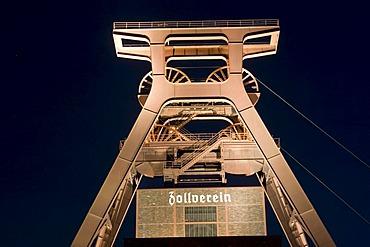 Night shot, headframe of the Zeche Zollverein mine, UNESCO World Heritage Site, Route der Industriekultur Route of Industrial Heritage, Essen, Ruhrgebiet region, North Rhine-Westphalia, Germany, Europe
