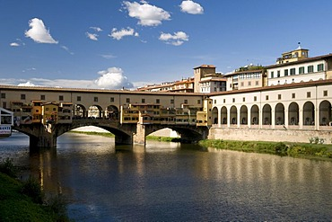 Bridge over the Arno river, Ponte Vecchio, 14th century, Florence, Tuscany, Italy, Europe