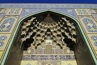 Colorful faience tiles on the Sheik Lotfollah, Lotf Allah Mosque, Esfahan, UNESCO World Heritage Site, Isfahan, Iran, Persia, Asia