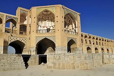 Pavilion of Pol-e Khaju Bridge, Isfahan, Esfahan, UNESCO World Heritage Site, Persia, Iran, Asia