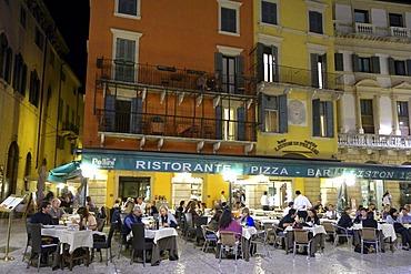 Nightlife, restaurants on the Piazza Bra, Verona, Veneto, Italy, Europe