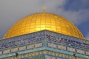 Golden dome of the Dome of the Rock, Qubbet es-Sakhra, on the Temple Mount, Jerusalem, Israel, Middle East, Orient