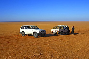 Broken down car in the desert, waiting for the towing service, Sahara, Libya, Africa