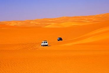 Off-road vehicles driving in the sand dunes in the Ubari Sand Sea, Sahara, Libya, Africa