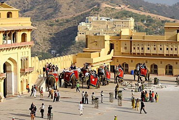 Amber Palace, courtyard with elephants, Amber, near Jaipur, Rajasthan, North India, India, South Asia, Asia