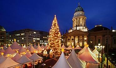 The Magic of Christmas, Christmas market on Gendarmenmarkt square, Schauspielhaus theatre, Deutscher Dom cathedral, Mitte district, Berlin, Germany, Europe