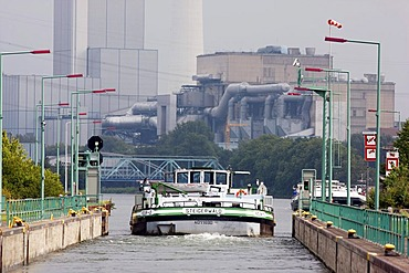 Lock on the Rhine-Herne Canal, Herne Baukau hard coal-fired power station of Evonik Industries, Herne, North Rhine-Westphalia, Germany, Europe
