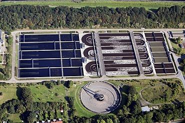 Sedimentation tank of the Duisburg-Kasslerfeld wastewater treatment plant, Duisburg, North Rhine-Westphalia, Germany, Europe