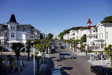 Wilhelmstrasse street in Sellin, resort-style houses, shopping street, boulevard, touristic center, Ruegen island, Mecklenburg-Western Pomerania, Germany, Europe