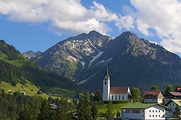 Hirschegg with Elferkopf und Zwoelferkopf Mountains, Kleinwalsertal, Little Walser Valley, Allgaeu, Vorarlberg, Austria, Europe