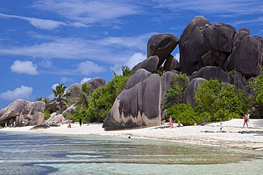 Point Source d'Argent, Seychelles' most famous beach, La Digue Island, Seychelles, Africa, Indian Ocean