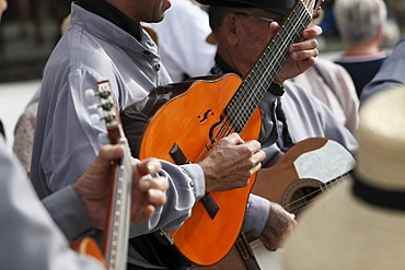 Traditional folk music during the Sunday market, Teguise, Lanzarote, Canary Islands, Spain, Europe