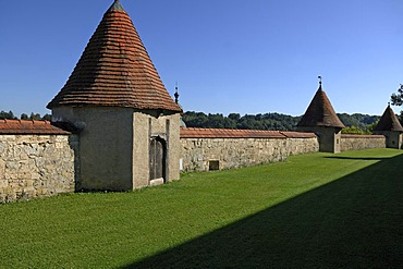 Fortification wall with towers, 14th - 15th century, castle grounds, castle No. 48, Burghausen, Upper Bavaria, Germany, Europe