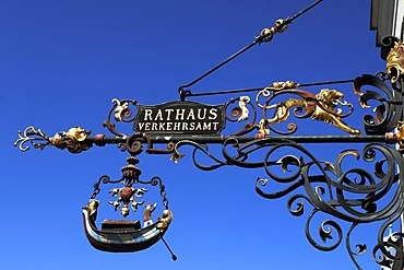 Artfully wrought advertising sign at the town hall and tourist office, Stadtplatz 39 town square, Burghausen, Upper Bavaria, Germany, Europe