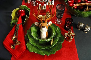Green Christmas place setting with hunting gear, Villa Ambiente, Im Weller, Nuremberg, Middle Franconia, Bavaria, Germany, Europe
