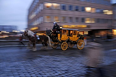 Old stagecoach with horses galloping, wipe shot, on the Fleischbruecke bridge during the Christkindlesmarkt Christmas market, Nuremberg, Middle Franconia, Bavaria, Germany, Europe