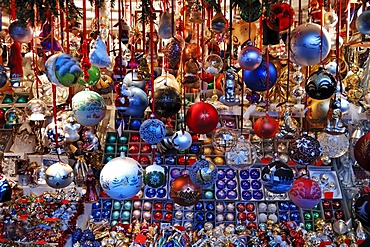 Stand with Christmas ornaments on the Christkindlesmarkt Christmas market, Hauptmarkt, Nuremberg, Middle Franconia, Bavaria, Germany, Europe