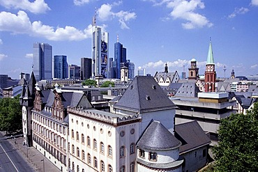 Romanesque chapel on the Mainkai, Historical Museum in Saalhof, skyline of the financial district in the back and the historic centre, Frankfurt am Main, Hesse, Germany, Europe