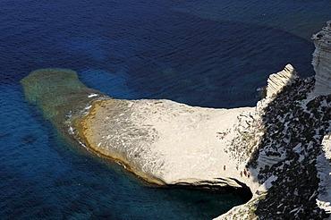 Capo Pertusato headland, hikers, Bonifacio, Corsica, France, Europe
