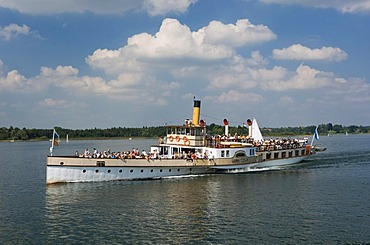 Steamer on Chiemsee lake, Prien, Chiemgau, Upper Bavaria, Bavaria, Germany, Europe