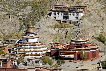 Tibetan Buddhism, Pelkor Chode, Palcho Monastery with the Kumbum stupa, Balkor monastery, Gyantse, Himalayas, Tibet Autonomous Region, People's Republic of China, Asia