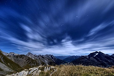 Peaks in the light of the full moon, Kaisers, Lechtal, Ausserfern, Tyrol, Austria, Europe