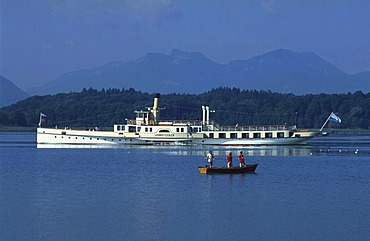 Children fishing in front of the paddle steamer Ludwig Fessler, Lake Chiemsee, Chiemgau, Bavaria, Germany, Europe