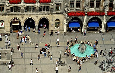 Fish Fountain, Marienplatz square, seen from Alten Peter, St. Peter's Church, Munich, Bavaria, Germany, Europe
