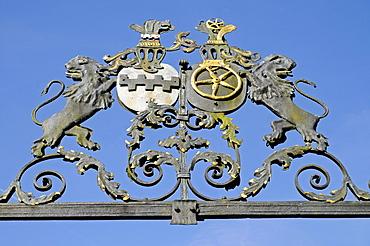 Crest, Schloss Neuenhof, moated castle, historic building, Luedenscheid, Maerkischer district, Sauerland, North Rhine-Westphalia, Germany, Europe