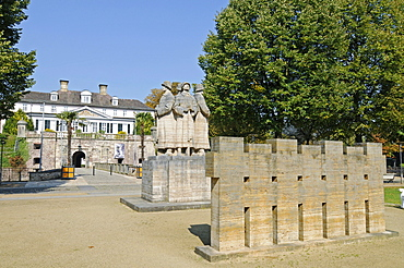 War Memorial, soldiers, castle, Bad Pyrmont, Lower Saxony, Germany, Europe