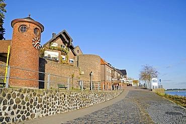 Tide gauge tower, customs tower, historic fortifications, Rhine promenade, boardwalk, Rhine, Rees, Lower Rhine, North Rhine-Westphalia, Germany, Europe