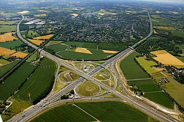Aerial view, clover, motorway reconstruction, Kamener Kreuz junction of the A1 and A2 motorways, BAB-Kreuz junction, Derne, Kamen, Ruhrgebiet region, North Rhine-Westphalia, Germany, Europe