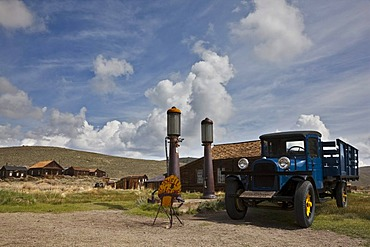 Shell gas station with an old truck, Bodie State Park, ghost town, mining town, Sierra Nevada Range, Mono County, California, USA