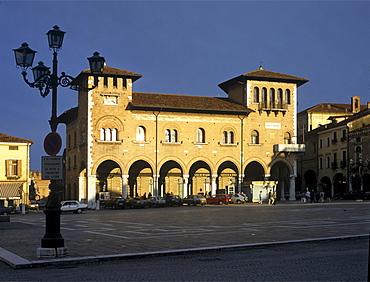 Venetian palace, Piazza Maggiore, Montagnana, Veneto, Italy, Europe