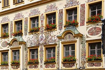 """Lueftlmalerei"", traditionally painted facade of the Marienapotheke pharmacy, historic centre of Traunstein, Chiemgau, Upper Bavaria, Germany, Europe"