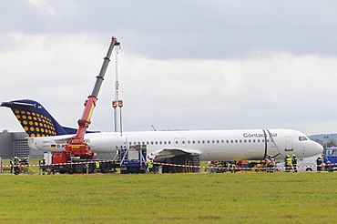 Emergency landing of a CONTACT air machine at Stuttgart airport, landing gear failure, SPD leader Franz Muentefering, on the way to a campaign rally in Goeppingen, was not injured, Leinfelden-Echterdingen, Baden-Wuerttemberg, Germany, Europe