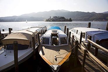 Orta San Giulio, Lago d'Orta, motorboats departing to the island of San Giulio, pilgrims destination, Novara, Piedmont, Italy, Europe