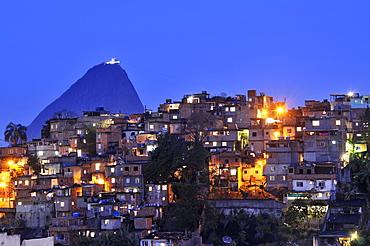 Favela, shanty town in front of Sugarloaf Mountain, Pao de Acucar, Rio de Janeiro, Brazil, South America