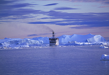 Cruise ship in front of icebergs, Kangia Ice Fjord, UNESCO World Heritage Site, Ilulissat, Greenland