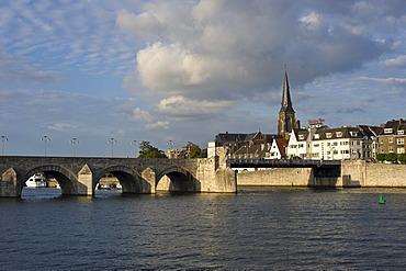Eastern bank of the Meuse River with Martinskerk church and Sint Servasbrug bridge, Maastricht, Limburg, Holland, Netherlands, Europe
