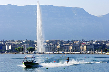 Water skiing in the Rade in front of the giant fountain Jet d'Eau, Lake Geneva, Geneva, Switzerland, Europe