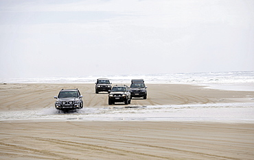 Seventy-Five Mile Beach, an official highway for 4WD vehicles, UNESCO World Natural Heritage Site, Fraser Island, Great Sandy National Park, Queensland, Australia